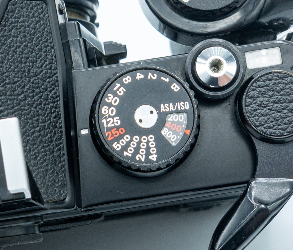 The shutter dial shows 4000 speed